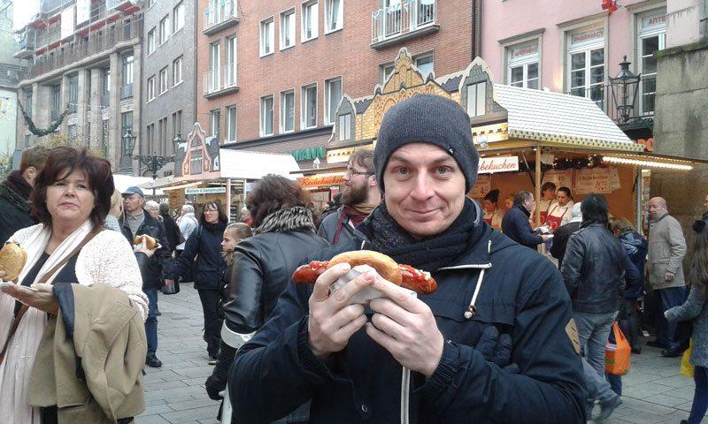 Picture eating Bratwurst