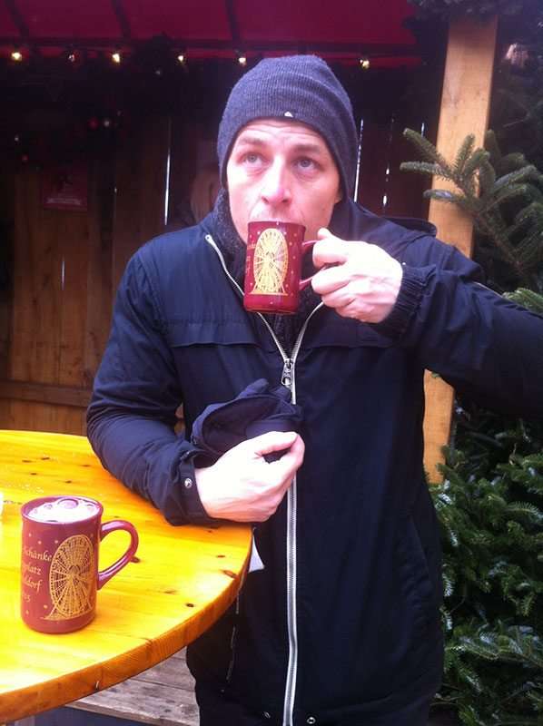 A quick sip of Glüwein to warm up